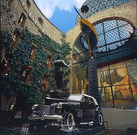 Cadillac Piovosa, Museo Dalì