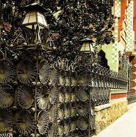 Cancello di Casa Vicens