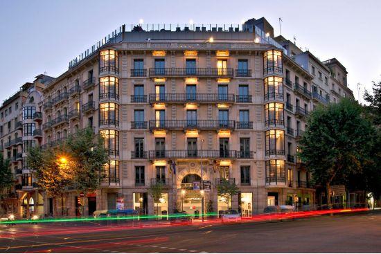 Facciata dell'Axel Hotel